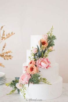 How To Make A Floral Cake Topper for Spring Wedding Cakes Best Picture For spring wedding cake lavender For Your Taste You are looking for something, and it is going to tell you exactly what you are l Wedding Cake Fresh Flowers, Diy Wedding Cake, Fresh Flower Cake, Floral Wedding Cakes, Floral Cake, Wedding Cake Designs, Wedding Cake Toppers, Spring Wedding Cakes, Cake With Flowers