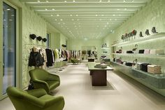 Located at the Hôtel de Paris, the Prada women's boutique in Monte-Carlo also sits on two levels, stretching around 470 square meters. Store Plan, Marble Floor, Large Windows, Open Floor, Retail Design, Monte Carlo, Store Design, Wall Colors, Second Floor