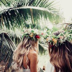 Love love love!  Amazing tropical wedding inspiration for bridesmaids. . .  #merleandmorris #bridalshoes #alternativebride #bridalstyle #bridetobe #bohobride #weddinggoals #shoegoals #iftheshoefits #luxurybride #alternativestyle #shoesday #bridalmusings #londonbride#shoesofinstagram #bridetobe2017 #brideinspiration #londonwedding #etsy #rock roll #rocknrollbride #vintageweddingdress