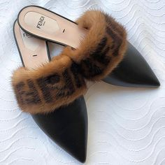 A fashion stylists favourite Women's Shoes. Street Style footwear - Heels, Slides, Mules and sneakers. Your Online destination to cure your shoe obsession. Zapatos Shoes, Mules Shoes, Women's Shoes, Flats, Shoes Sneakers, Aqua Shoes, Shoes Style, Flat Shoes, Fashion Socks