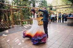 Elle a osé briser toutes les conventions et peindre sa robe de mariage…