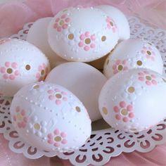 Kraslice něžné sedmikrásky Egg Tree, Egg Designs, Egg Decorating, Easter Eggs, Diy And Crafts, Pottery, Ceramics, Spring, Wood