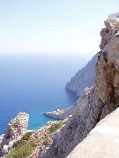 Folegandros brillant sous le soleil Egée, Folégandros été nommé d'après le fils du roi Minos.  Cette destination hors-la-sentiers battus captive les visiteurs avec la beauté intacte de ses plages, le bleu lumineux de ses eaux, et le style pur de son architecture.  Par Flickr de visiter la Grèce