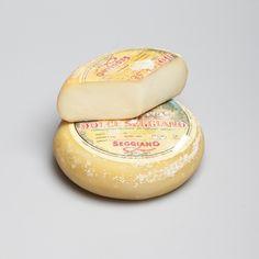 Pecorino Dolce Italian Cheese, Hamburger, Bread, Food, Brot, Essen, Baking, Burgers, Meals
