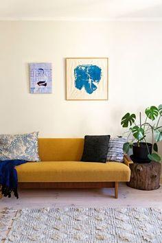 Villen, 32, kodin putkiremontti venyi lähes vuoden mittaiseksi – tänä aikana iso yksiö muunnettiin tyylikkääksi kaksioksi - Deko Decoration, Villa, Couch, Living Room, Furniture, Home Decor, Houses, Deco, Decor