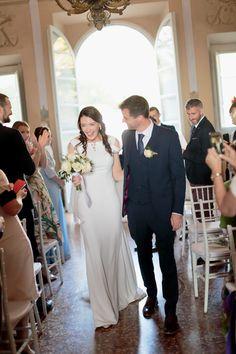 Be inspired by Laura Jayne & Ronan's spectacular destination wedding at Villa Grabau in Tuscany, beautifully styled with so many elegant details! Top Wedding Trends, Wedding Styles, Wedding Ideas, Simple Weddings, Real Weddings, City Chic, Wedding Couples, Tuscany, Ireland