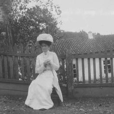 1911ca. Tsaritsa Alexandra at house