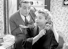 Ίλυα Λιβυκού (1919 – 2002): Ελληνίδα ηθοποιός του θεάτρου και κινηματογράφου. Γεννήθηκε το 1919 στο Ηράκλειο της Κρήτης ως Αμαλία Κοζύρη...