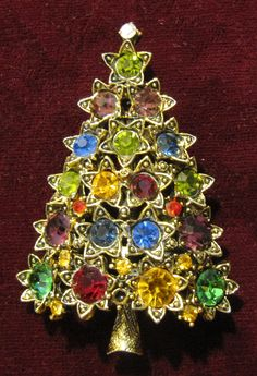 Vintage Unsigned Hollycraft Christmas Tree Pin