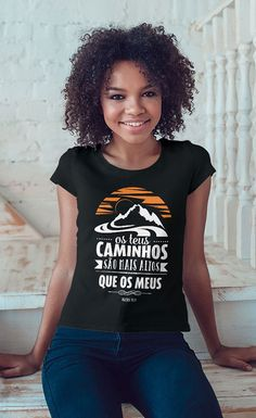 Camiseta Os Teus Caminhos Christian Quotes, Shirt Designs, Geek, T Shirts For Women, Clothes, Vintage, Ideas, Fashion, Christian T Shirts