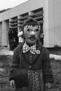 """Bambina in maschera di Carnevale"" - 1980 http://www.bresciavintage.it/brescia-antica/arti-e-mestieri/bambina-maschera-carnevale-1980/"