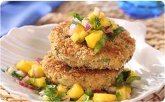 Crab Cakes with Mango Salsa Traditional crab cakes with a real Caribbean flair! Mango Salsa, Crab Cakes, Better Than Bouillon Recipe, Roasted Avocado, Mango Cake, Fish Dishes, Seafood Dishes, Appetizer Dips, Pastries