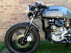 Front - fender, weel, headlight, radiator, engine. CafeRacersUnited.com | Honda CX500 Cafe Racer by Dallas Ziebell