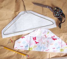 HomeSpunThreads: DIY Non-slip Covered Hanger Tutorial Non Slip Hangers, Wire Hangers, Padded Hangers, Fabric Crafts, Sewing Crafts, Sewing Projects, Stoff Design, Coat Hanger, Sewing Accessories