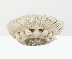 Süe et Mare GRAND PLAFONNIER, VERS 1925 A LARGE CRISTAL AND GLASS CHANDELIER BY SÜE ET MARE, CIRCA 1925 perles de cristal et verre Hauteur : 36 cm (14 1/8 in.) Diamètre : 110 cm (43 3/8 in.)