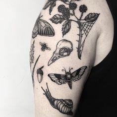 Tattoo Cover, Botanisches Tattoo, Piercing Tattoo, Body Art Tattoos, Small Tattoos, Tiny Tattoo, Medusa Tattoo, Black Ink Tattoos, Leg Tattoos