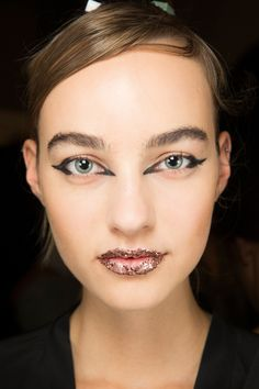 golden lips See beauty photos for Fendi Spring 2017 Ready-to-Wear collection.