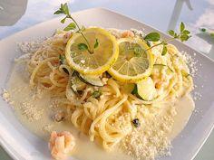Spaghetti in Zucchini-Shrimps Sahnesauce, ein sehr leckeres Rezept aus der Kategorie Krustentier & Muscheln. Bewertungen: 24. Durchschnitt: Ø 4,4.