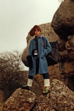 See the complete Loewe Fall 2016 Menswear collection.