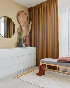 20 tips will help you improve the environment in your bedroom. Style At Home, Bedroom Inspo, Bedroom Decor, Ikea Hack, Decorative Pillows, Sweet Home, Curtains, Living Room, House Styles