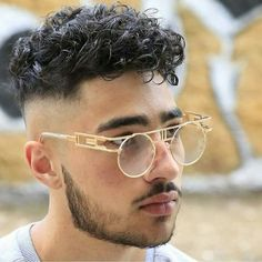 Curly Undercut: 30 Modern Curly Haircuts for Men - Men's Hairstyle Tips Undercut Curly Hair, Messy Curly Hair, Haircuts For Curly Hair, Curly Hair Cuts, Undercut Hairstyles, Haircuts For Men, Wavy Hair, Curly Hair Styles, Hair Afro