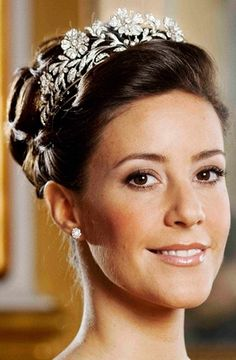 How I pretty much wear my hair everyday of my life lol  - replace tiara with sparkly headband    H.R.H. Princess Marie of Denmark