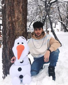 : do you want to build a snowman ☃️ James Arthur, Ricky Martin, Celebrity Outfits, Celebrity Crush, Little Mix, Song Lyrics Wallpaper, Wallpaper Quotes, La Mans, Prince Royce