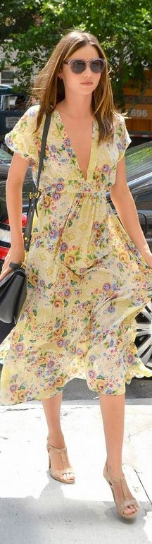 Who made Miranda Kerr's sunglasses, nude sandals, handbag, and yellow floral dress? Miranda Kerr Street Style, Yellow Floral Dress, Yellow Handbag, Nude Sandals, Street Chic, Street Fashion, City Style, Miu Miu, Dress Up