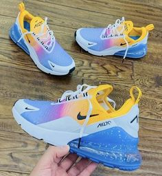 The post ⠀ appeared first on beste Schuhe. Cool Nike Shoes, Nike Air Shoes, Nike Socks, Souliers Nike, Cute Sneakers, Shoes Sneakers, Kd Shoes, Air Max Sneakers, Baby Shoes