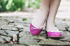 Look at me: Pink shoes in the wood | A series of serendipity Tutu Flats - Tutu Ateliê de sapatilhas  <3