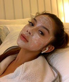 O guia completo dos tipos de máscaras faciais » STEAL THE LOOK Skin Care, Look, Wellness, Face Masks, Eye Masks, Soft Lips, Most Beautiful Faces, Sagging Skin, Clay Masks