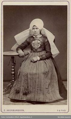 Folk Costume, Costumes, Swedish Fashion, Traditional Dresses, Folklore, Old Photos, Sweden, Scandinavian, Statue