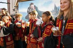 This week's Harry Potter expansion news is all about Hollywood — still waiting for Orlando details to be announced Parc Harry Potter, Still Waiting, Hollywood, Universal Studios, The Expanse, Hogwarts, Orlando, News, California