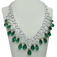 Jewelry OFF! Platinum carat green emerald and diamonds necklace bridal jewelry Geek Jewelry, Fine Jewelry, Women Jewelry, Fashion Jewelry, Jewelry Design, Jewellery, Jewelry Shop, Emerald Necklace, Emerald Jewelry