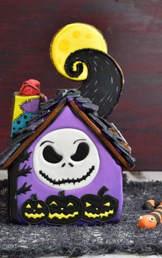 nightmare before christmas, jack skellington, gingerbread Halloween Gingerbread House, Gingerbread House Designs, Halloween Cookies, Halloween House, Holidays Halloween, Christmas Cookies, Happy Halloween, Gingerbread Houses, Halloween Oreos