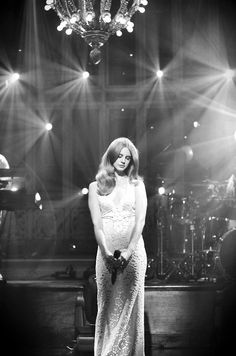 Lana Del Rey is an American singer-songwriter. she's so famous and a lot of people loves her Let's take a look about Lana's Black and White Photos. Celebrity Outfits, Celebrity Style, Lanna Del Rey, Concert Fashion, Concert Style, Concert Outfits, Cowgirl Style Outfits, Taylor Swift Concert, Indie