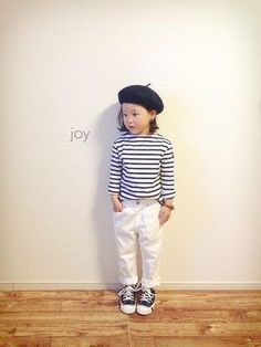 Striped white pants all stars converse Trendy Kids, Stylish Kids, Cute Kids, Toddler Fashion, Kids Fashion, Tokyo Fashion, Fashion Outfits, Kids Girls, Baby Kids