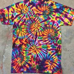 Oct 2019 - Get 53 cool tie dye shirt patterns for free. Tons of photos inside to see which tie dye shirt idea works for you. to tie dye shirts pattern Tye Dye, Fête Tie Dye, Moda Tie Dye, Tie Dye Party, How To Tie Dye, Cool Tie Dye Shirts, Tie Die Shirts, Cool Ties, Dye T Shirt