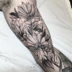 Flowers and bees. Muito obrigado Cid  feito na @inkonik_tattoo_studio  #electricink