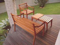 Jogo para varanda, feito com madeira de reflorestamento