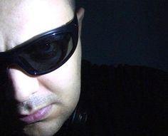 """DJやプロデューサーは、ブラジル、古い34歳、ブラジルの電子シーンの地下クラブで1989年演奏家の音楽のプロのDJやサウンド?デザイナーとしての彼のキャリアを開始しました。また、彼の妻 Aya Rauen、DJ、プロデューサー、リミキサー、2005年以来、東京を拠点に、彼のデビューと混合し、 """"プラネットグリーンレコード""""でサポートされている、""""Garudhaレコード""""、 """"スタジオ霊的""""と """"TKTSアーティスト管理""""を参照してください。  Allain Rauen はプログレッシブハウス、ディープハウス、テックハウス、ミニマル、テクノ、高電力、エネルギーと高品質の120から134のBPMの範囲での完璧なミックスを持っています。  私は愛とインスピレーションをかき立てると人々は感情の激しい電子音楽は私の人生のために不可欠であり、幸せな気分にさせる力を持って、私はあなたが私を幸せにする神に感謝の気持ちを持っていると曲のセットを作るように。"""