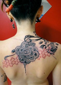 A beautiful blend of mehndi style and tattooing