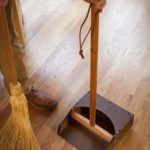 Forget plastic or metal pans – a wooden one looks nicer and works better. June 2017 Pages 38-41 by Christopher Schwarz Some time during the last 25 years of prowling around workshops, museums and antique stores, I spotted a wooden dustpan. The encounter made me slap my forehead – why do I have a plas