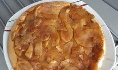 Obrácený jablečný koláč, po kterém se jen zapráší
