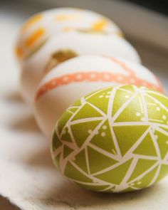 DIY Washi Tape EggsThere's nothing a little washi tape can't spruce up--including hard boiled eggs! These Easter eggs are easy to make--you just need washi tape and scissors! Hoppy Easter, Easter Eggs, Easter Bunny, Washi Tape Diy, Masking Tape, Mt Tape, Washi Tapes, Easter Egg Designs, Diy Ostern