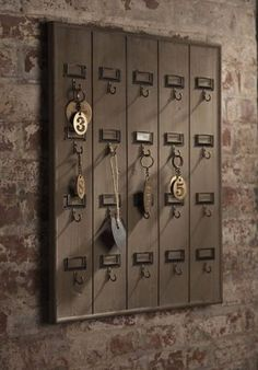 Such a cool key rack