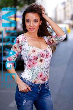 Fehér alapon mintás, dekoltált, háromnegyedes ujjú body. 9990 Ft Body, Floral Tops, Women, Fashion, Moda, Top Flowers, Fashion Styles, Fashion Illustrations, Woman