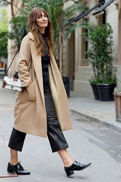 Street style camel outfit camel coat in 2019 эммануэль альт, Fashion Mode, Fashion Week, Paris Fashion, Womens Fashion, Fashion Trends, Parisian Chic Fashion, French Chic Fashion, Couture Fashion, Style Fashion