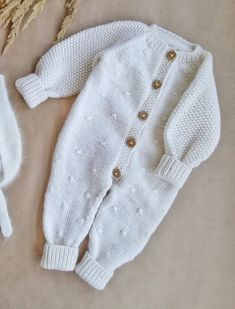 Knitted Baby Outfits, Knitted Baby Clothes, Knitted Romper, Baby Cardigan, Baby Pullover, Baby Knitting Patterns, Baby Boy Knitting, Crochet Onesie, Pinterest Crochet