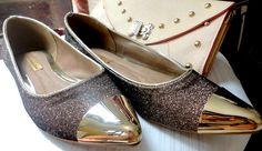 A blogueira Denise Martins (http://vivendosemprada.blogspot.com.br) usa a nova sapatilha cap toe de glitter BK com saia bandage e regata de cetim.